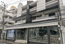 For Rent 4 Beds Townhouse in Pathum Wan, Bangkok, Thailand
