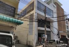 For Rent Retail Space 200 sqm in Samphanthawong, Bangkok, Thailand