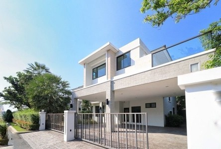 For Sale 5 Beds House in Mueang Pathum Thani, Pathum Thani, Thailand
