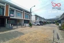 For Sale 1 Bed Townhouse in Bang Phli, Samut Prakan, Thailand