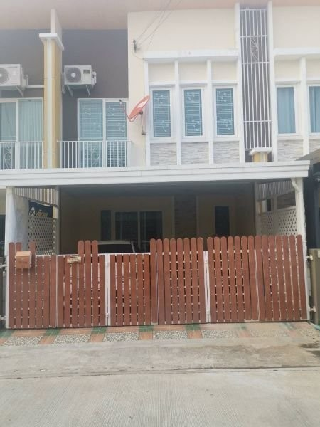 For Sale or Rent 3 Beds Townhouse in Lat Krabang, Bangkok, Thailand | Ref. TH-RJSCZLMY