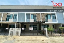 For Sale or Rent 4 Beds Townhouse in Lam Luk Ka, Pathum Thani, Thailand
