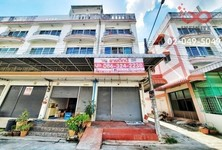 For Sale Retail Space 180 sqm in Phutthamonthon, Nakhon Pathom, Thailand