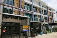 For Sale 4 Beds タウンハウス in Mueang Pathum Thani, Pathum Thani, Thailand