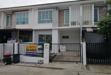 For Sale 3 Beds タウンハウス in Mueang Pathum Thani, Pathum Thani, Thailand