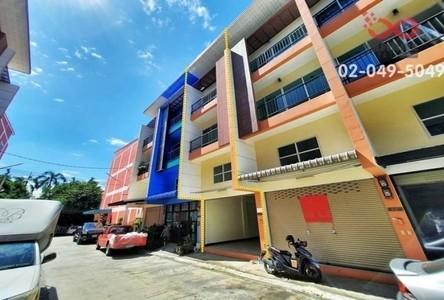 For Sale Retail Space 180 sqm in Bang Khae, Bangkok, Thailand