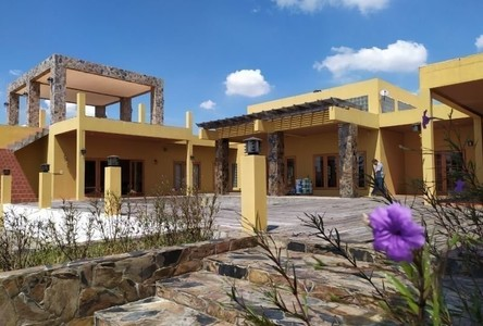 For Sale 5 Beds House in Mueang Suphanburi, Suphan Buri, Thailand