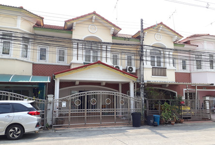 For Rent 3 Beds Townhouse in Mueang Pathum Thani, Pathum Thani, Thailand
