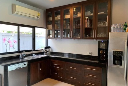 For Rent 5 Beds House in Ratchathewi, Bangkok, Thailand