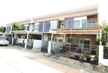 For Sale 2 Beds Townhouse in Phra Samut Chedi, Samut Prakan, Thailand
