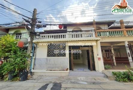 For Rent 3 Beds Townhouse in Huai Khwang, Bangkok, Thailand