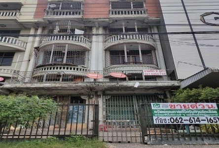 For Sale Retail Space 37 sqm in Phra Khanong, Bangkok, Thailand