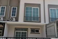 В аренду: Таунхаус с 3 спальнями в районе Phra Pradaeng, Samut Prakan, Таиланд