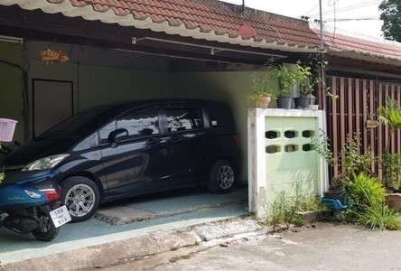 For Sale 1 Bed Townhouse in Si Racha, Chonburi, Thailand