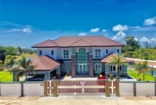For Sale 5 Beds House in Mueang Songkhla, Songkhla, Thailand