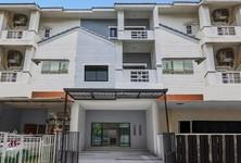 For Sale 3 Beds タウンハウス in Wang Thonglang, Bangkok, Thailand