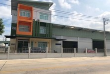 For Sale Retail Space 600 sqm in Lam Luk Ka, Pathum Thani, Thailand