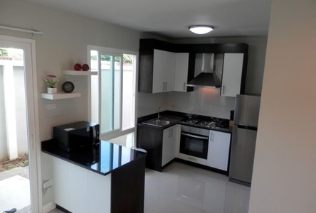 For Sale 3 Beds Townhouse in Mueang Chiang Mai, Chiang Mai, Thailand