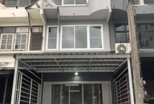 For Sale 4 Beds Townhouse in Khlong Toei, Bangkok, Thailand