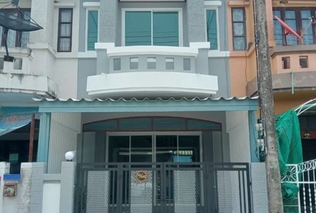 For Sale 2 Beds Townhouse in Mueang Pathum Thani, Pathum Thani, Thailand