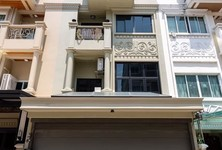 For Sale 2 Beds Townhouse in Yan Nawa, Bangkok, Thailand