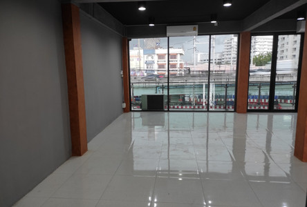 For Rent 3 Beds Office in Mueang Nonthaburi, Nonthaburi, Thailand