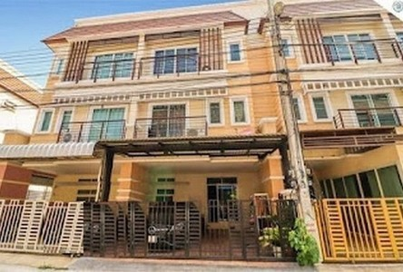 For Rent 5 Beds Townhouse in Mueang Nonthaburi, Nonthaburi, Thailand