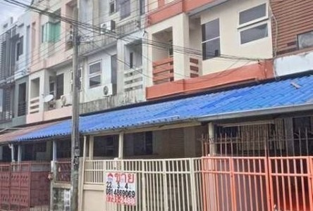 For Sale or Rent 3 Beds Townhouse in Huai Khwang, Bangkok, Thailand