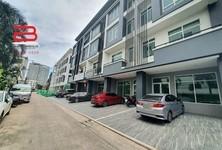 For Sale 2 Beds Office in Huai Khwang, Bangkok, Thailand