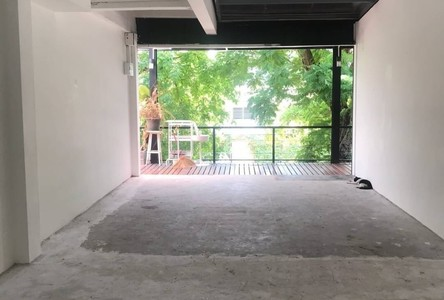 For Rent Retail Space 60 sqm in Khlong Toei, Bangkok, Thailand