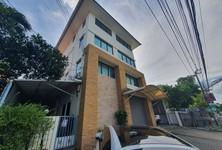 For Rent Office 400 sqm in Bang Kapi, Bangkok, Thailand