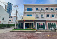For Sale 4 Beds Shophouse in Mueang Chiang Mai, Chiang Mai, Thailand