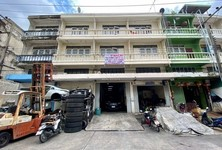 For Sale Retail Space 340 sqm in Khlong Luang, Pathum Thani, Thailand