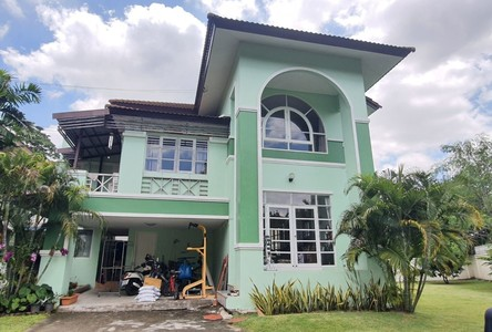 For Sale 5 Beds House in Khlong Toei, Bangkok, Thailand