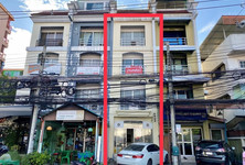 For Rent Shophouse 80 sqm in Huai Khwang, Bangkok, Thailand