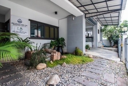 For Sale 4 Beds Townhouse in Mueang Pathum Thani, Pathum Thani, Thailand