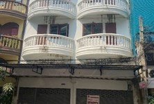 For Rent Retail Space 112 sqm in Mueang Samut Prakan, Samut Prakan, Thailand