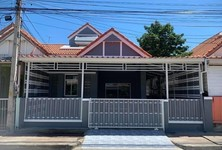 For Sale 2 Beds Townhouse in Khlong Luang, Pathum Thani, Thailand