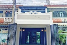 For Sale 2 Beds Townhouse in Thawi Watthana, Bangkok, Thailand