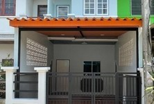 For Sale 2 Beds Townhouse in Lat Lum Kaeo, Pathum Thani, Thailand