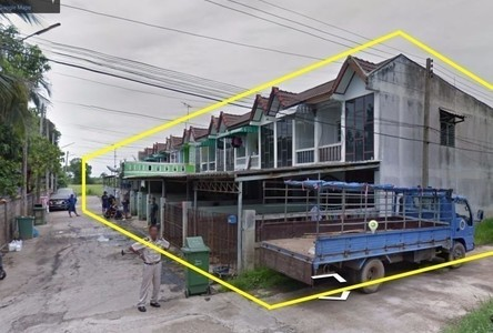 For Sale 2 Beds Townhouse in Mueang Uthai Thani, Uthai Thani, Thailand