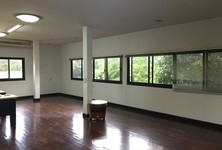 For Rent Office 182 sqm in Mueang Nonthaburi, Nonthaburi, Thailand