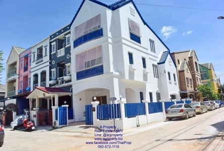 For Sale or Rent 4 Beds Townhouse in Pak Kret, Nonthaburi, Thailand