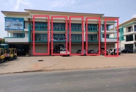 For Sale Retail Space 213 sqm in Si Maha Phot, Prachin Buri, Thailand