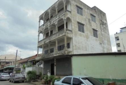 For Sale Retail Space 112 sqm in Sam Phran, Nakhon Pathom, Thailand