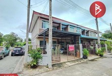 For Sale 3 Beds Townhouse in Mueang Chachoengsao, Chachoengsao, Thailand