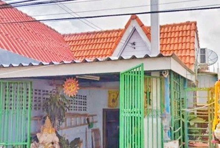 For Sale 1 Bed Townhouse in Phra Samut Chedi, Samut Prakan, Thailand