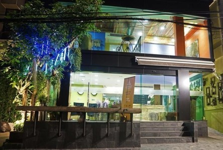 For Sale Retail Space 180 sqm in Khlong Toei, Bangkok, Thailand