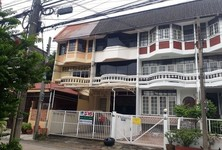 For Sale Retail Space 104 sqm in Phra Khanong, Bangkok, Thailand