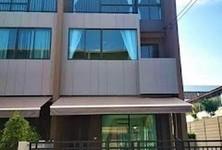 For Rent 3 Beds Townhouse in Saphan Sung, Bangkok, Thailand